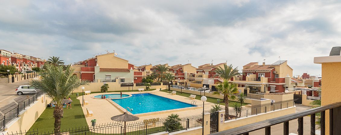 Altos de bahia, framför poolen, Costa Blanca South